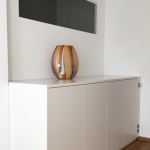Weißes Sideboard mit Türen und Schubladen